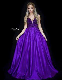 Vienna Purple Size 0 Plunge Ball gown on Queenly