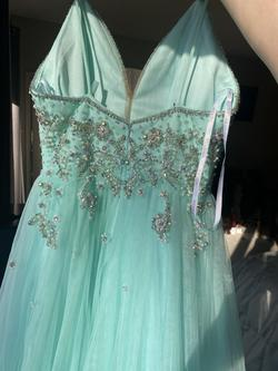 Vienna Green Size 0 Jewelled Plunge Train Dress on Queenly