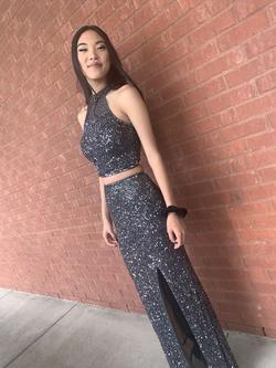 Queenly size 00  Silver Straight evening gown/formal dress