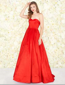 Style 12132 Mac Duggal Red Size 4 Jersey Prom Sweetheart Ball gown on Queenly