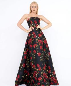 Style 25263 Mac Duggal Black Size 10 Prom Tall Height Floral Ball gown on Queenly