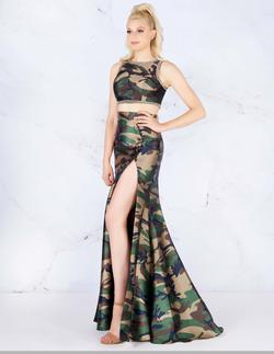 Queenly size 6 Mac Duggal Green Side slit evening gown/formal dress