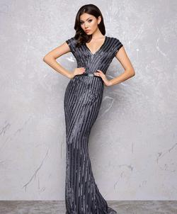 Queenly size 4 Mac Duggal Black Straight evening gown/formal dress