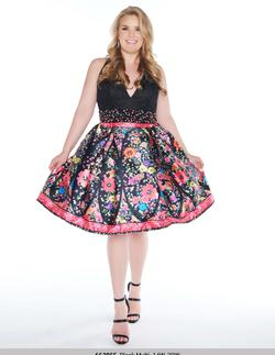 Style 66385 Mac Duggal Black Size 14 Homecoming Halter Plus Size Cocktail Dress on Queenly