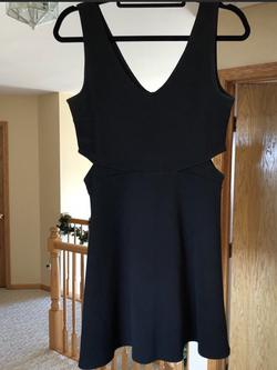 Soprano Black Size 10 Sorority Formal Cocktail Dress on Queenly