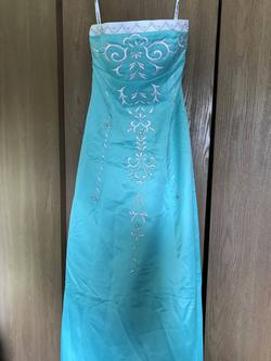 Green Size 4 Straight Dress on Queenly