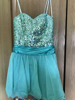 Queenly size 6  Green Cocktail evening gown/formal dress