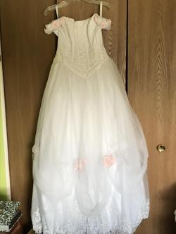 Queenly size 8  White Ball gown evening gown/formal dress