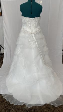 Davids bridal White Size 18 Wedding Straight Train Dress on Queenly
