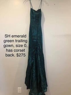 Style 53156 Sherri Hill Green Size 0 Prom Train Dress on Queenly