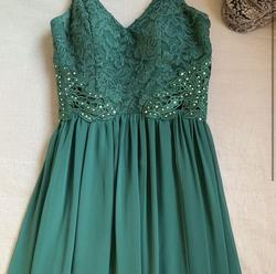 Green Size 0 Straight Dress on Queenly