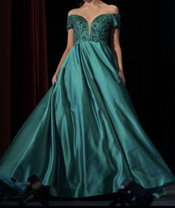 Sherri Hill Green Size 4 Prom Plunge Pageant Ball gown on Queenly