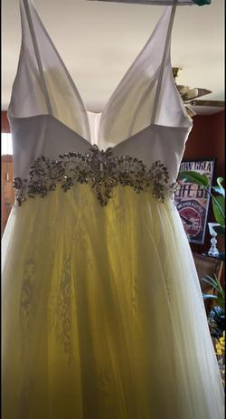 Jovani Yellow Size 2 Prom Plunge Ball gown on Queenly