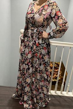 Windsor Multicolor Size 10 Sleeves Straight Dress on Queenly