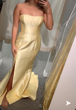 Sherri Hill Yellow Size 8 Prom Silk Straight Dress on Queenly