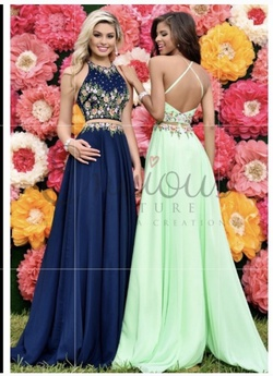 Queenly size 00  Green A-line evening gown/formal dress