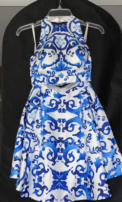 Terani Couture Blue Size 0 White Cocktail Dress on Queenly