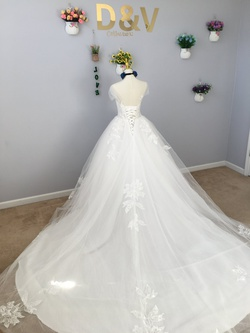 Queenly size 4 D&V White Ball gown evening gown/formal dress