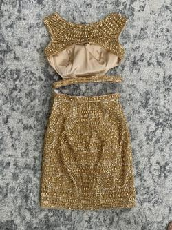 Sherri Hill Gold Size 0 Jewelled Cocktail Dress on Queenly