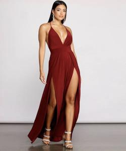 Windsor Red Size 8 Straight Dress on Queenly