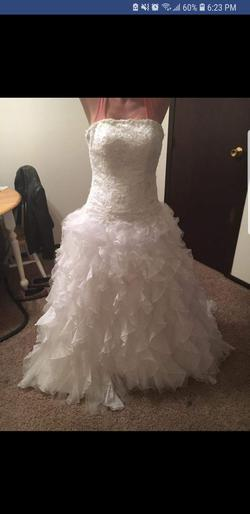 David's Bridal  White Size 4 Wedding Train Ball gown on Queenly