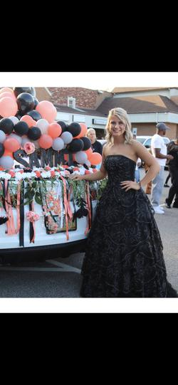 Sherri Hill Black Size 4 Ball gown on Queenly