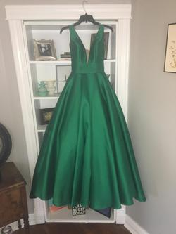 Alyce Green Size 0 V Neck Fitted Ball gown on Queenly