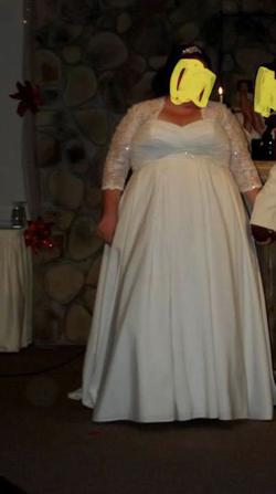Queenly size 28  White Ball gown evening gown/formal dress
