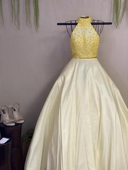 Sherri Hill Yellow Size 0 Pageant Ball gown on Queenly