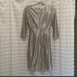 Tahari Silver Size 2 Sleeves Cocktail Dress on Queenly