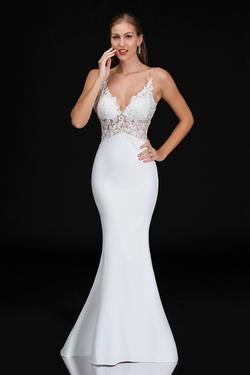 Style B3154 Nina Canacci White Size 14 Prom Mermaid Dress on Queenly