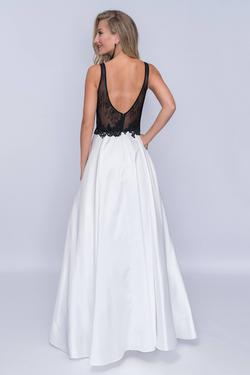 Style 3145 Nina Canacci White Size 2 Pockets Prom Plunge A-line Dress on Queenly