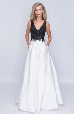Style 3145 Nina Canacci White Size 6 Pockets Prom Plunge A-line Dress on Queenly