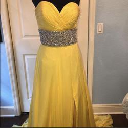 Mac Duggal Yellow Size 6 Jewelled Train Dress on Queenly