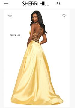 Sherri Hill Yellow Size 6 Lace V Neck A-line Dress on Queenly