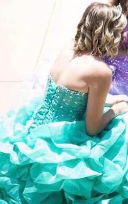 Green Size 8 Ball gown on Queenly