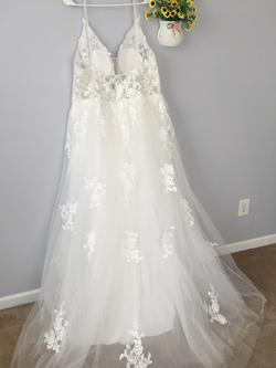 D&V White Size 22 Wedding A-line Dress on Queenly
