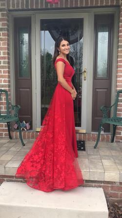 Ellie Wilde Red Size 4 Train Straight Dress on Queenly