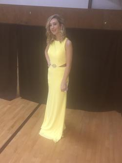 Mac Duggal Yellow Size 2 Pageant Straight Dress on Queenly