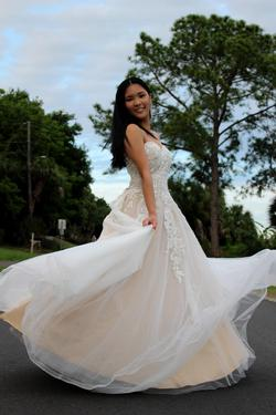 La Femme White Size 8 Prom Ball gown on Queenly