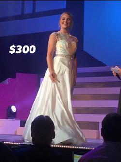 Sherri Hill White Size 2 Ball gown on Queenly