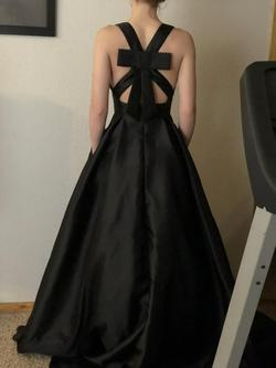 Black Size 00 Straight Dress on Queenly
