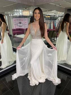 Style 44336 Sherri Hill White Size 6 Tulle Mermaid Dress on Queenly