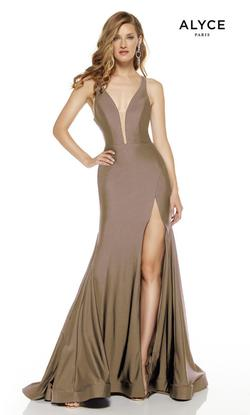 Style 60769 Alyce Paris Gold Size 8 Halter Tall Height Side slit Dress on Queenly