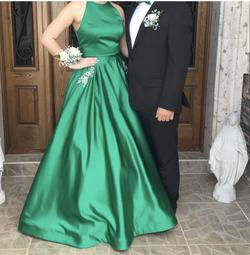 Green Size 6 Ball gown on Queenly