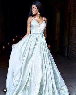 Green Size 2 Ball gown on Queenly