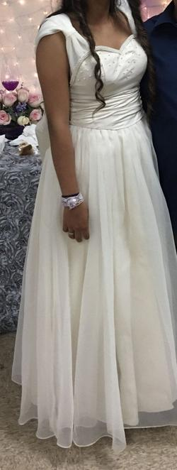 White Size 4 Straight Dress on Queenly