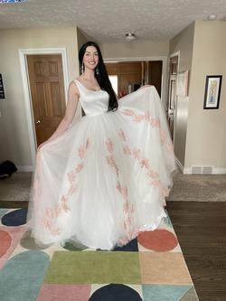 Ashley Lauren White Size 6 Ball gown on Queenly