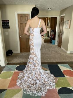 Fernando Wong White Size 4 Prom Train Straight Dress on Queenly