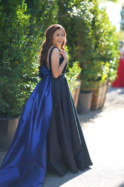 Larissa Couture LV Blue Size 6 Train Ball gown on Queenly